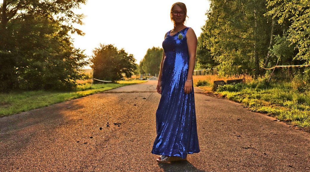 Butterick B6146 - Sequin gown stitched by Sewingridd