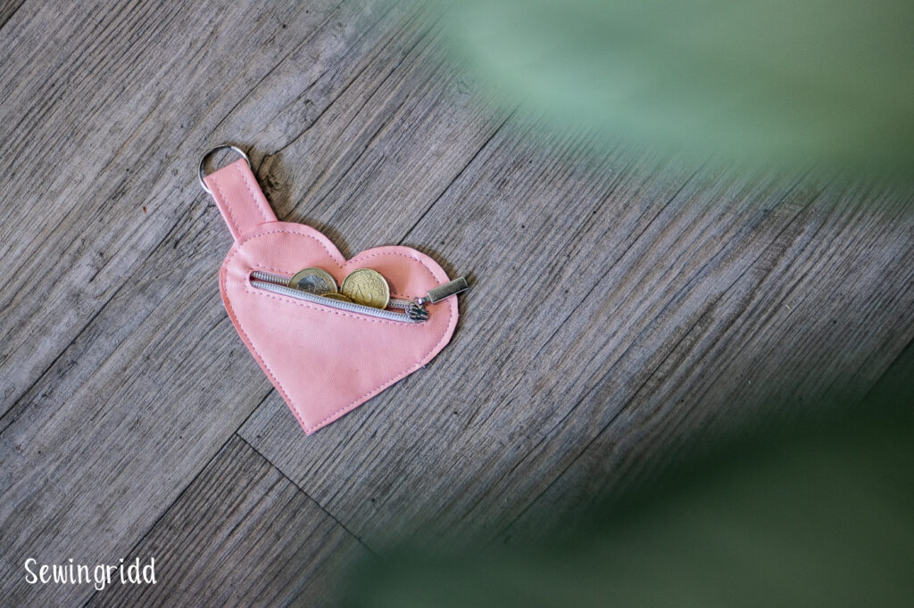 Heart shaped pouch for mothersday - by Sewingridd